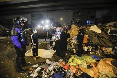 Desalojan a ambulantes que habían invadido la avenida Aviación