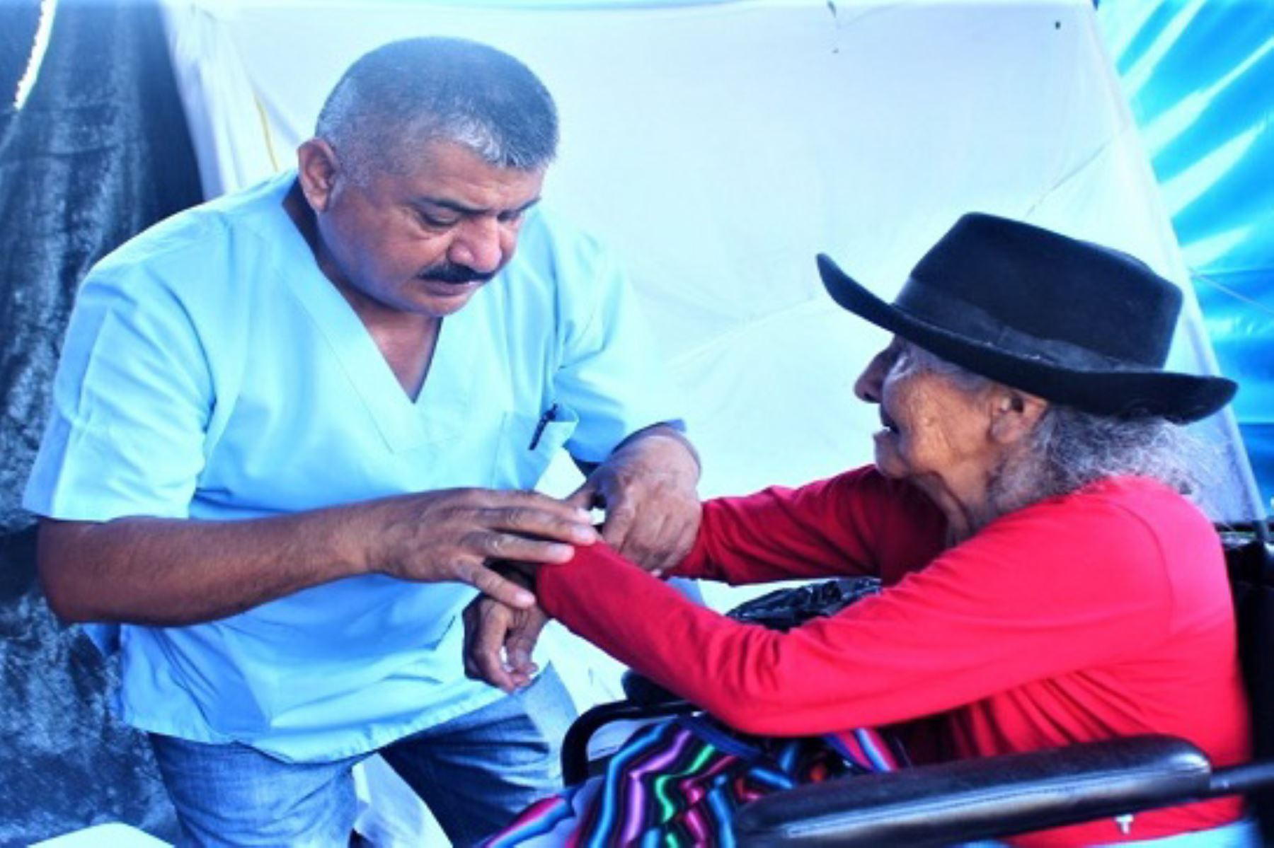 Especialistas del Instituto Nacional de Rehabilitación brindan atención a pobladores indígenas del Vraem con discapacidad.