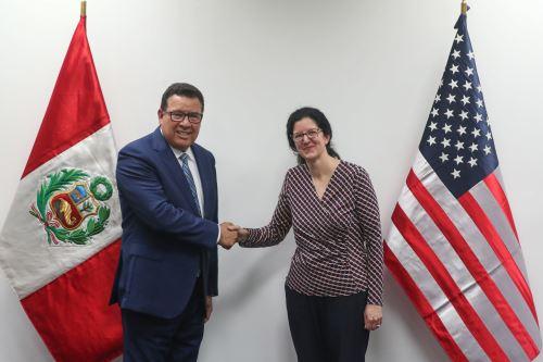 Ministro de Defensa se reunió con la subsecretaria para Asuntos del Hemisferio Occidental del Departamento de Estado de Estados Unidos
