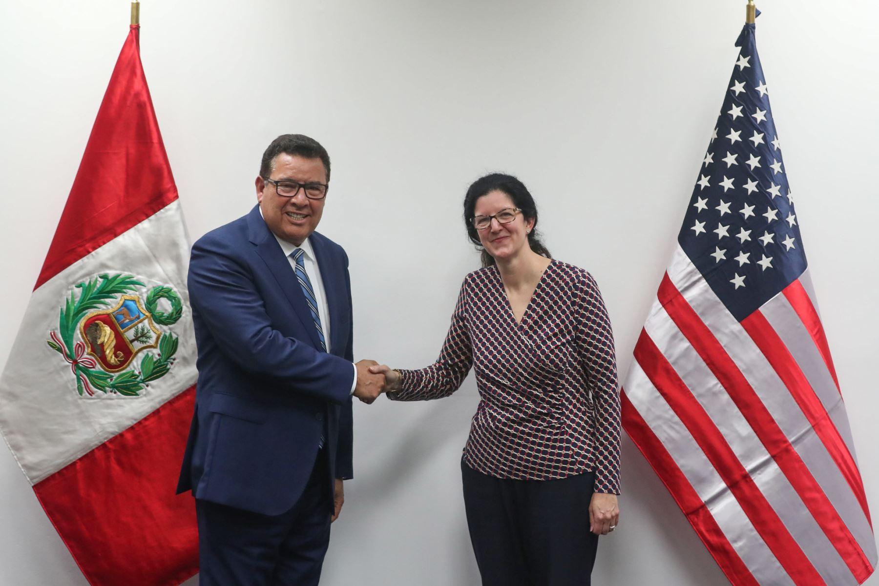 Ministro de Defensa José Huerta, se reunió con la Subsecretaria para asuntos del hemisferio occidental del departamento de estado de los Estados Unidos Kimberly Breier. Foto: ANDINA/ MINDEF