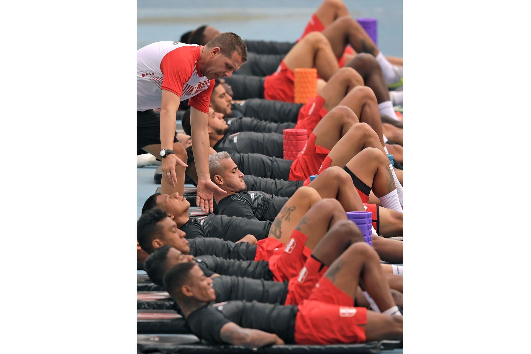 Sesión de entrenamiento en Río de Janeiro, Brasil, en la víspera del partido por el campeonato de fútbol de la Copa América contra Bolivia. Foto: AFP