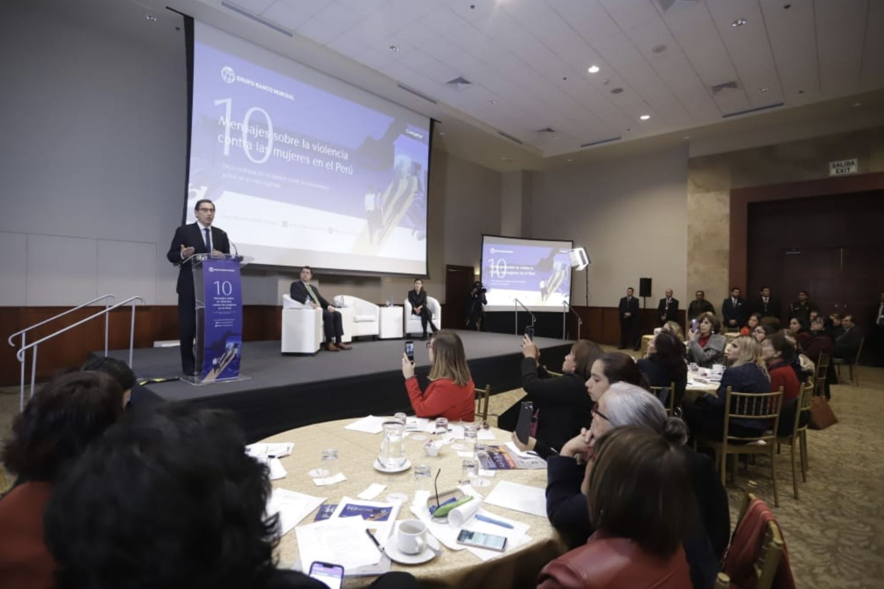 """Presidente Vizcarra participa en la presentación del estudio """" 10 mensajes sobre la violencia contra las mujeres en el Perú"""" que analiza el gasto público en intervenciones sobre prevención y atención a la violencia de género. Foto: ANDINA/Prensa Presidencia"""
