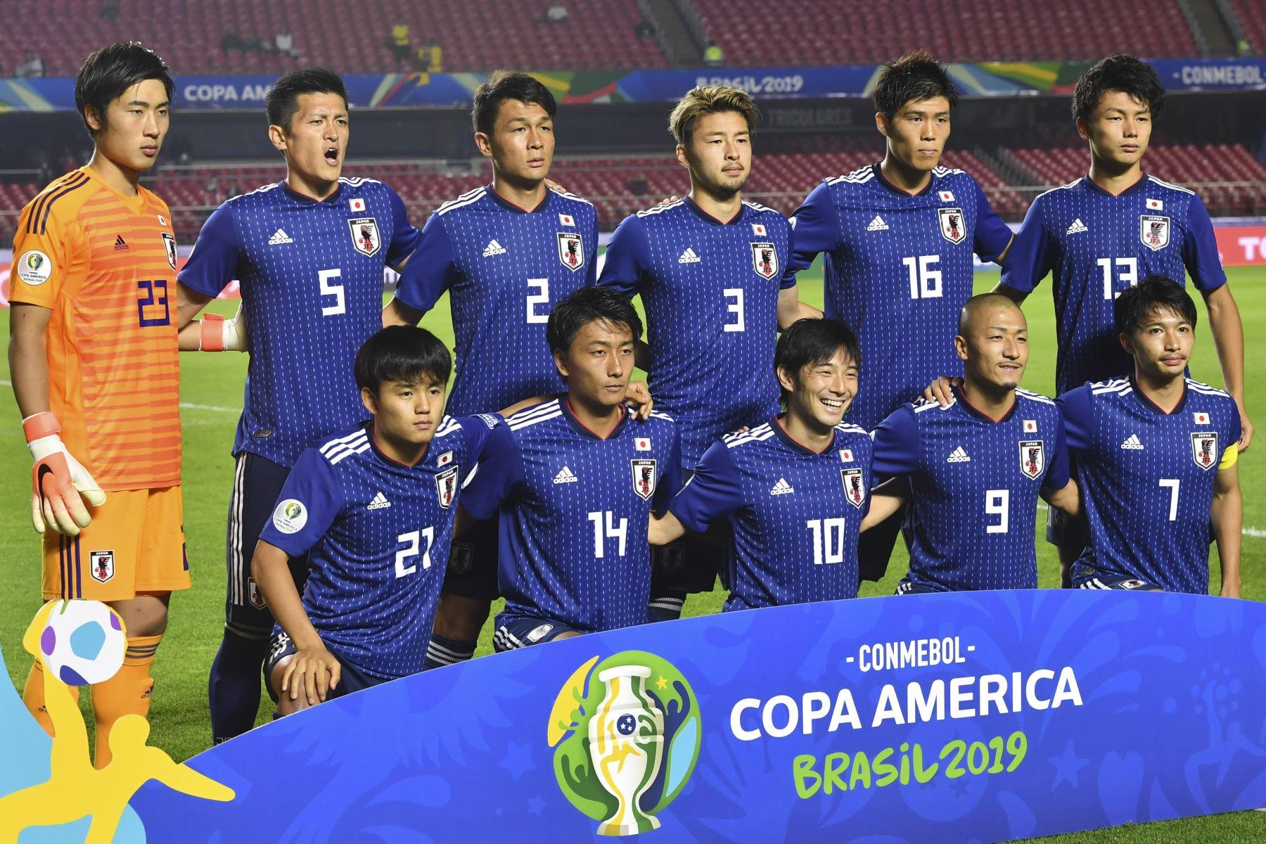 Los jugadores de Japón posan ante un partido del torneo de fútbol de la Copa América, Grupo C, entre Chile y Japón, en el estadio Cicero Pompeu de Toledo,  en Sao Paulo, Brasil. Foto: AFP
