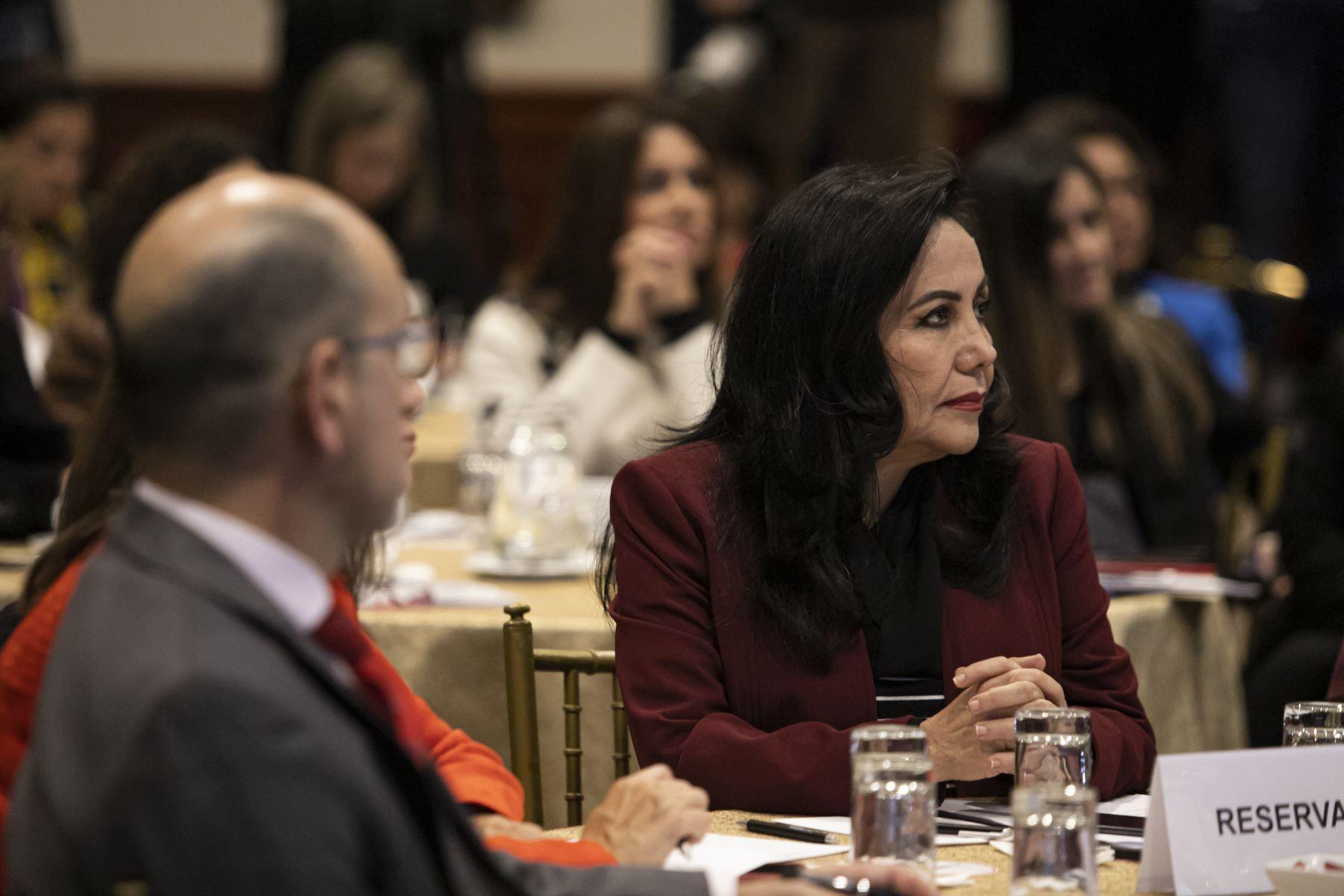 """Ministra de la Mujer y Poblaciones Vulnerables , Gloria Montenegro  participa en la presentación del estudio """" 10 mensajes sobre la violencia contra las mujeres en el Perú"""". Foto: ANDINA/Prensa Presidencia"""