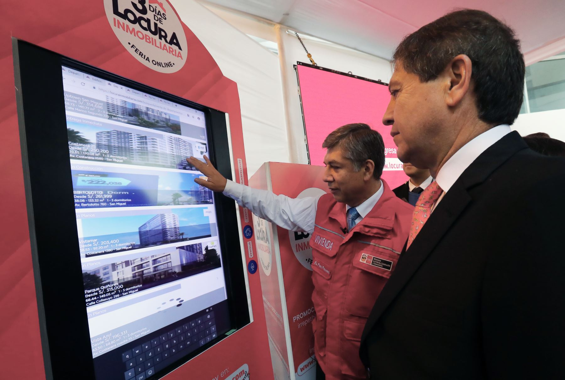 """Ministro de Vivienda ,Miguel Estrada ,dió el """"Click de Honor"""" para el inicio de la feria Inmobilaria Online- 3 días de locura inmobilaria. Foto: ANDINA/Norman Córdova"""