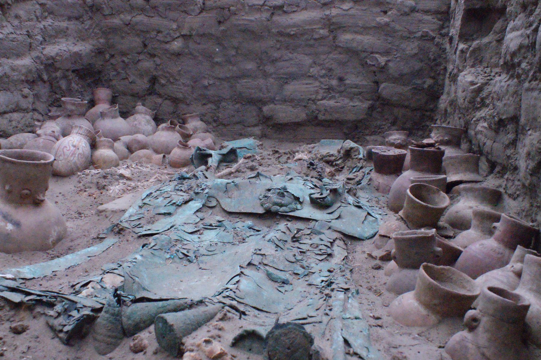 Especialistas del Museo Tumbas Reales de Sipán ejecutan conservación de ajuares funerarios hallados en Úcupe, en Lambayeque, afirmó Walter Alva. ANDINA/Difusión