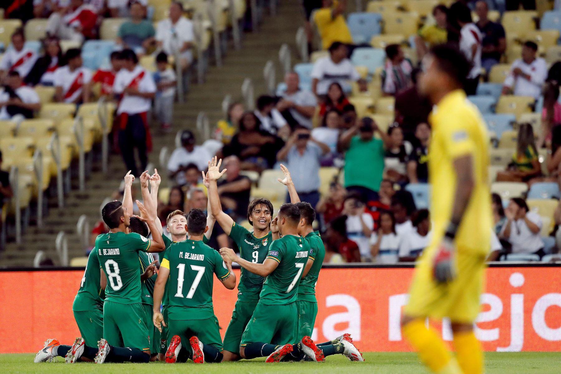 Jugadores de Bolivia celebra un gol de Marcelo Moreno durante el partido Bolivia-Perú del Grupo A de la Copa América de Fútbol 2019. Foto: EFE