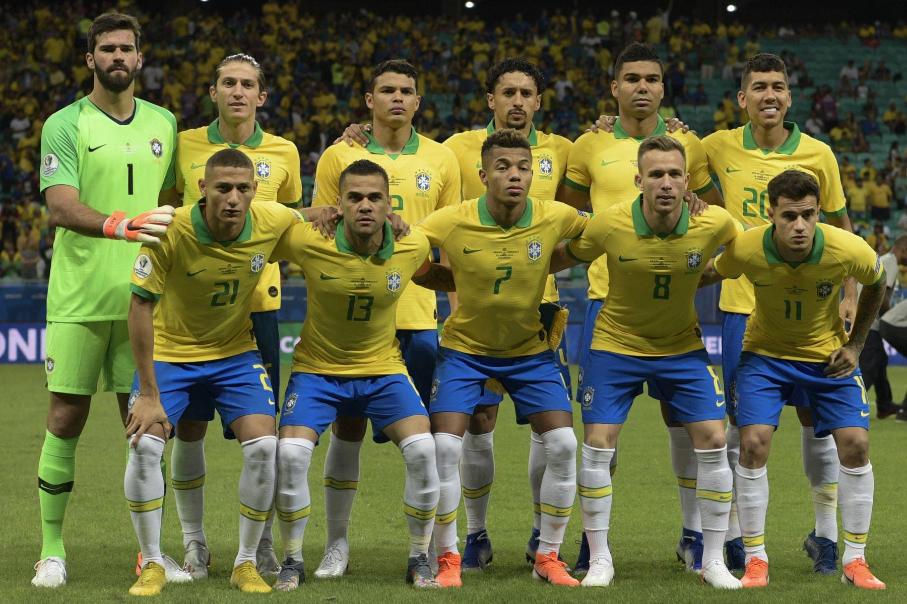 Los jugadores de Brasil posan para las fotos antes de su partido de torneo de fútbol de Copa América contra Venezuela  en Salvador en Brasil. Foto: AFP