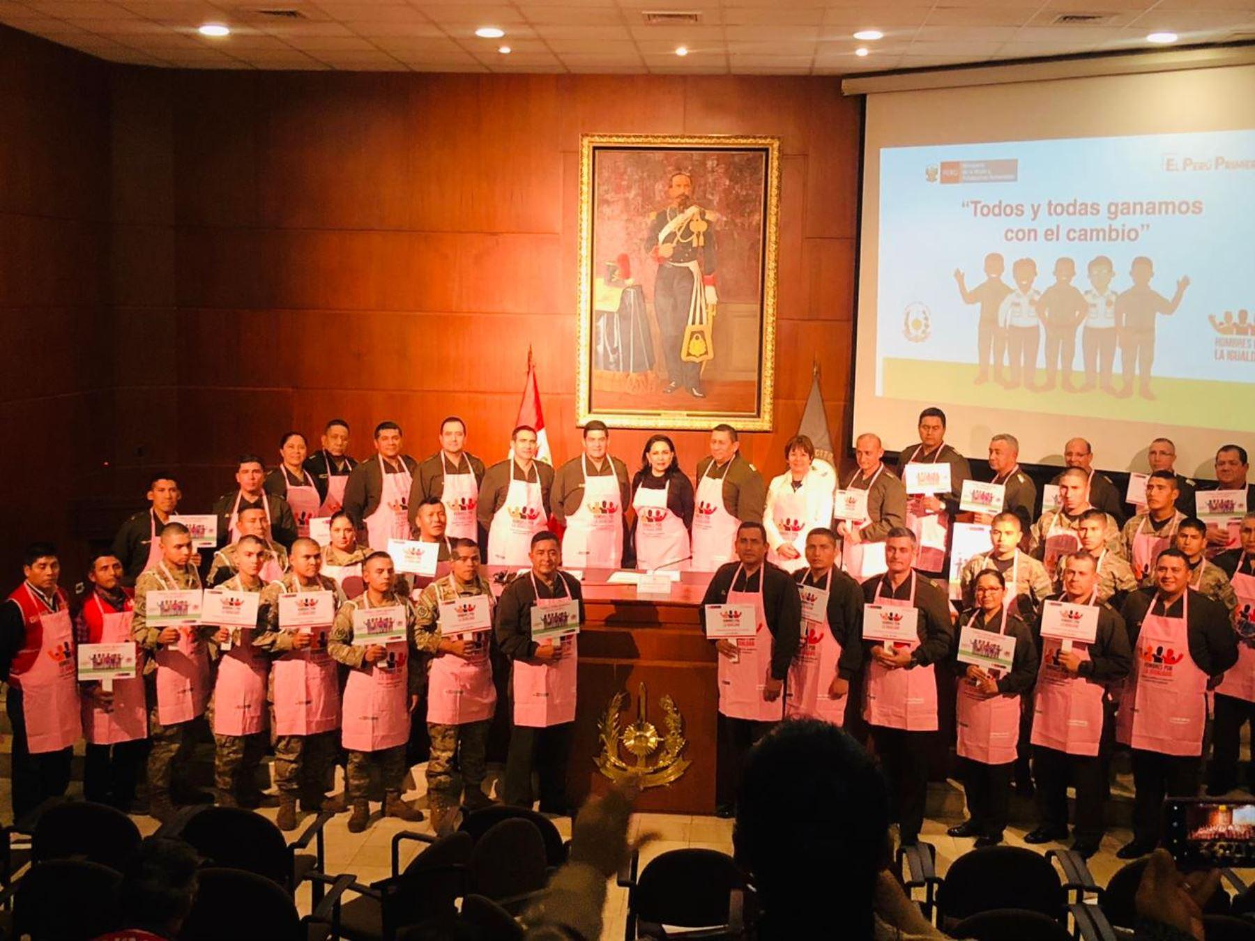 """""""Hombres por la igualdad"""" desarrollarán programa de capacitación a personal de Fuerzas Armadas. Foto: Mimp."""