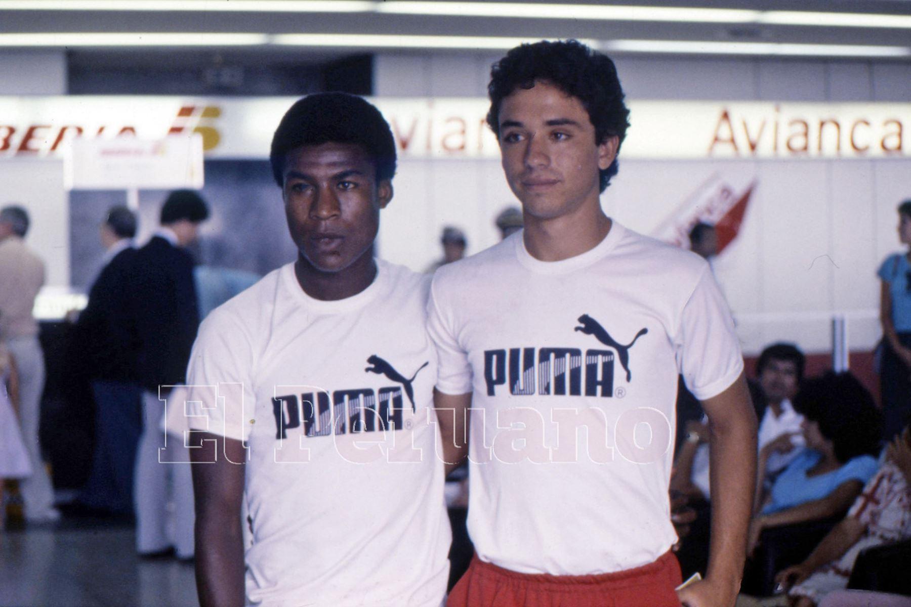 """Lima - 1987 / Luis """"Potrillo"""" Escobar junto a Roberto Martínez cuando integraban una preselección."""