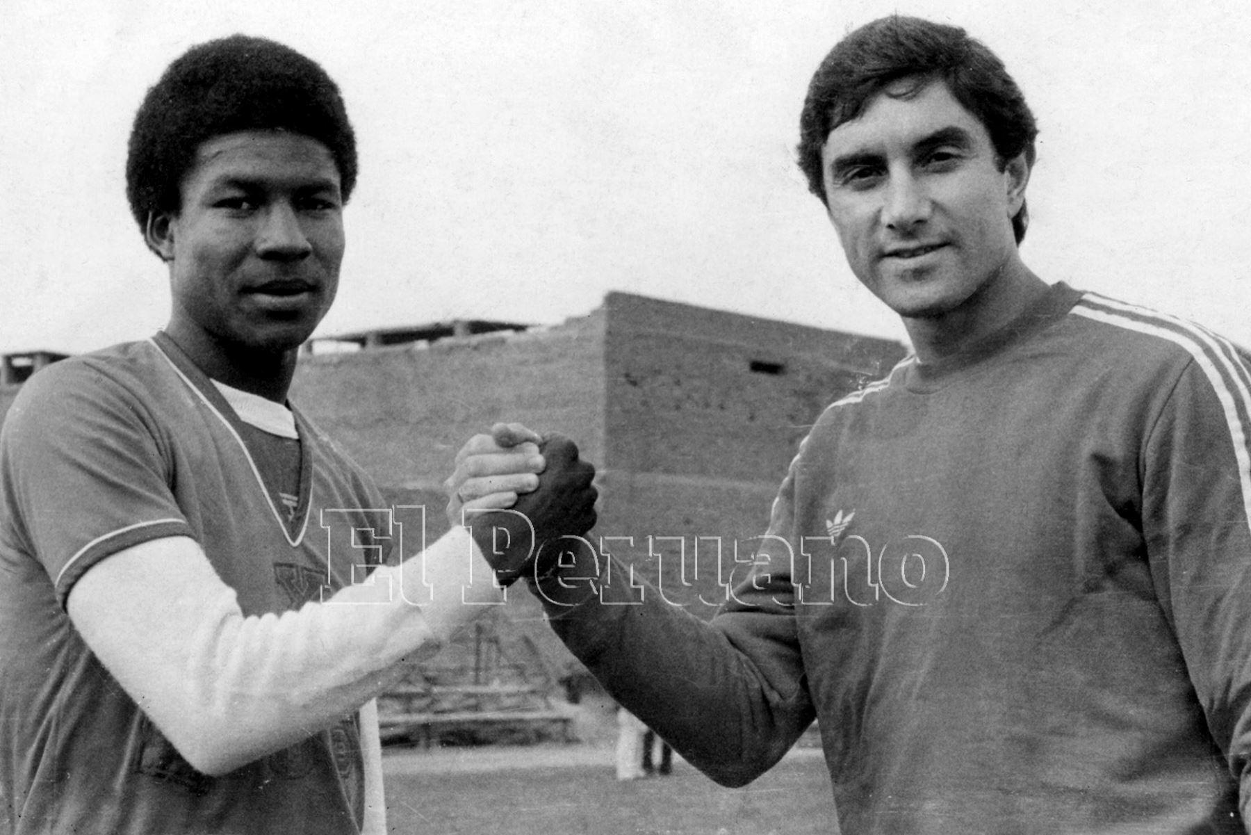 Lima - 27 agosto 1987 / Luis Escobar y Juan Carlos Oblitas, técnico de Universitario de Deportes.