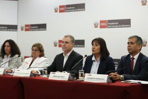 Conferencia de prensa del primer Ministro Del Solar junto a ministros de sectores del MINSA, MTC y MINAGRI