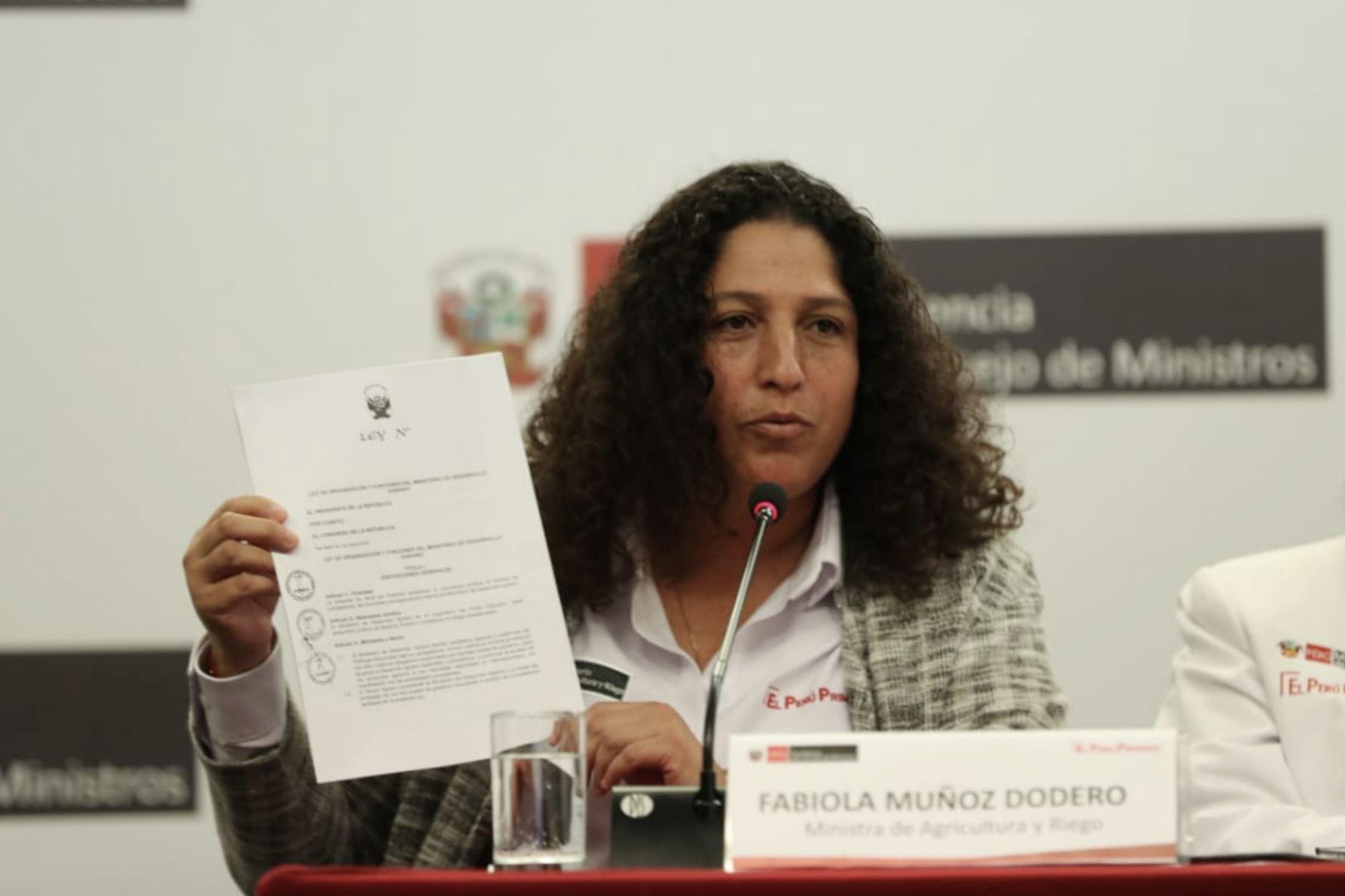 Ministra de Agricultura, Fabiola Muñoz partcipa en conferencia junto al  primer Ministro Del Solar.  Foto: ANDINA/PCM