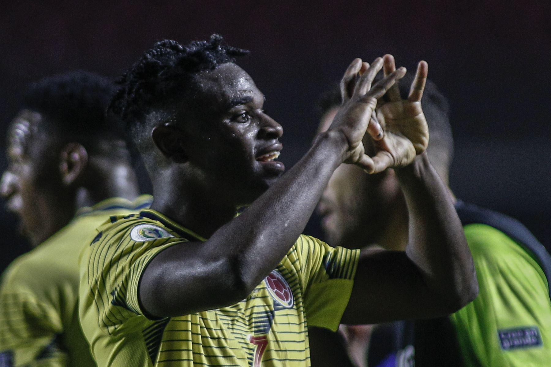 El colombiano Duvan Zapata celebra después de anotar contra Qatar durante su partido de torneo de fútbol de la Copa América en Sao Paulo, Brasil. Foto: AFP