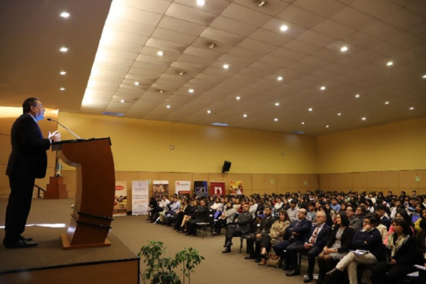 Arequipa podría exportar por más de US$ 7,500 millones al 2021 y aportar a los Objetivos de Desarrollo Sostenible, incentivando el crecimiento del país y reduciendo la pobreza, manifestó el presidente de la Asociación de Exportadores (ADEX), Alfonso Velásquez Tuesta.