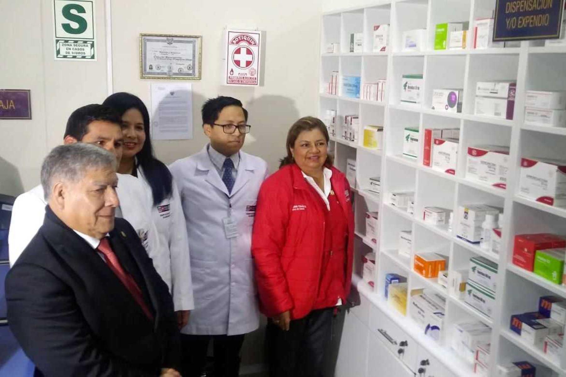 La ministra de Salud, Zulema Tomás, inauguró una farmacia en la Universidad San Marcos. Foto: ANDINA/Minsa.