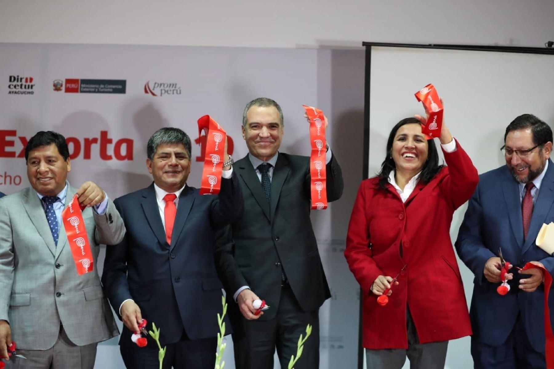 Presidente del Consejo de Ministros, Salvador del Solar y la ministra de Educación, Flor Pablo, durante inauguración de Centro Exporta 2019 en Ayacucho. Foto: PCM.