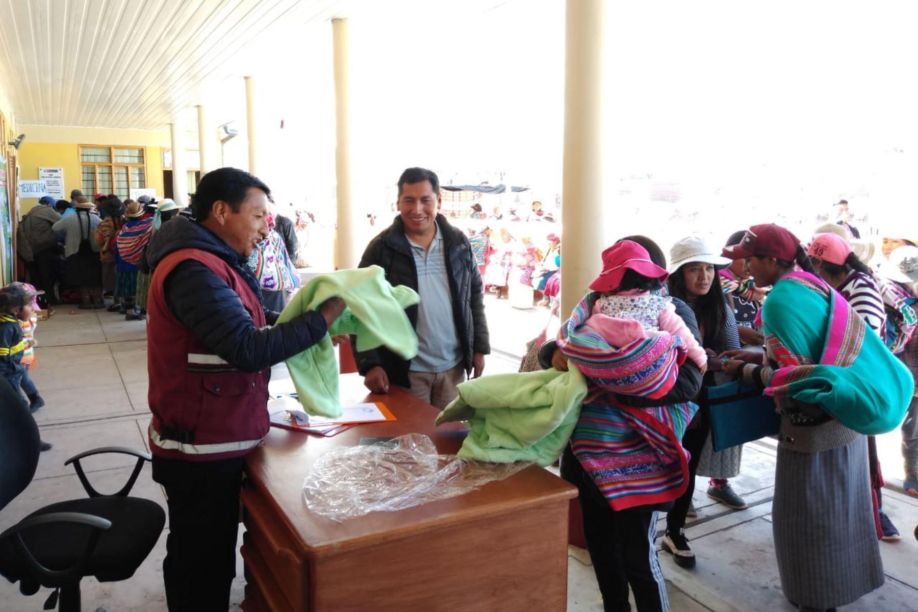 Tambos cuentan con más de 23,000 kits de abrigo para atender posibles emergencia en seis regiones del país. ANDINA/Difusión
