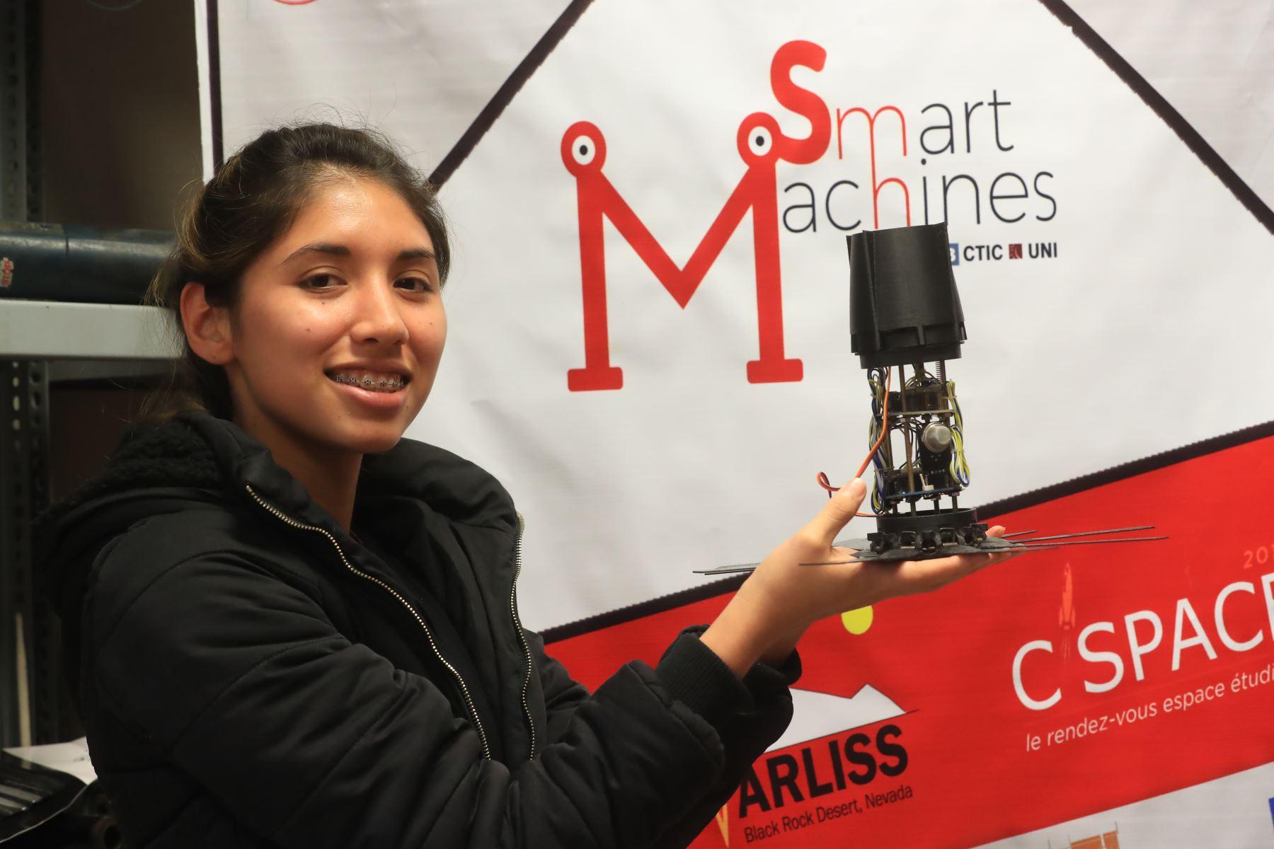 Cynthia Mori, estudiante de la UNI que desarrolla el proyecto Allpa Llamkay que participará de un concurso de innovación tecnológica en Francia:  Foto:ANDINA/Juan Carlos Guzmán Negrini.