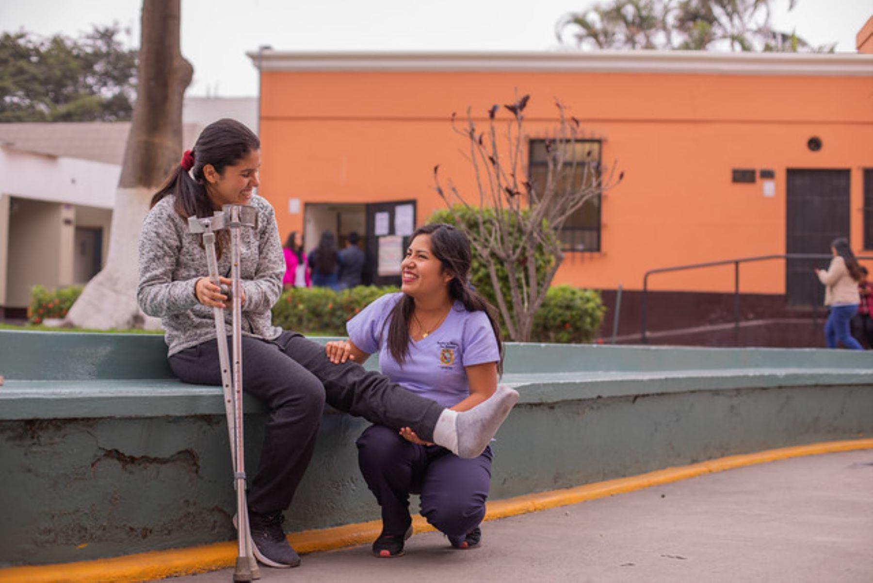 Joven está a punto de acabarTecnología Médica en la Universidad Nacional de San Marcos. Foto: Pronabec