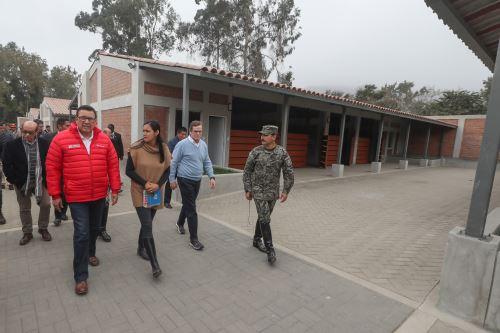 Ministro José Huerta visitó la escuela de equitación del Ejército, sede de los Panamericanos