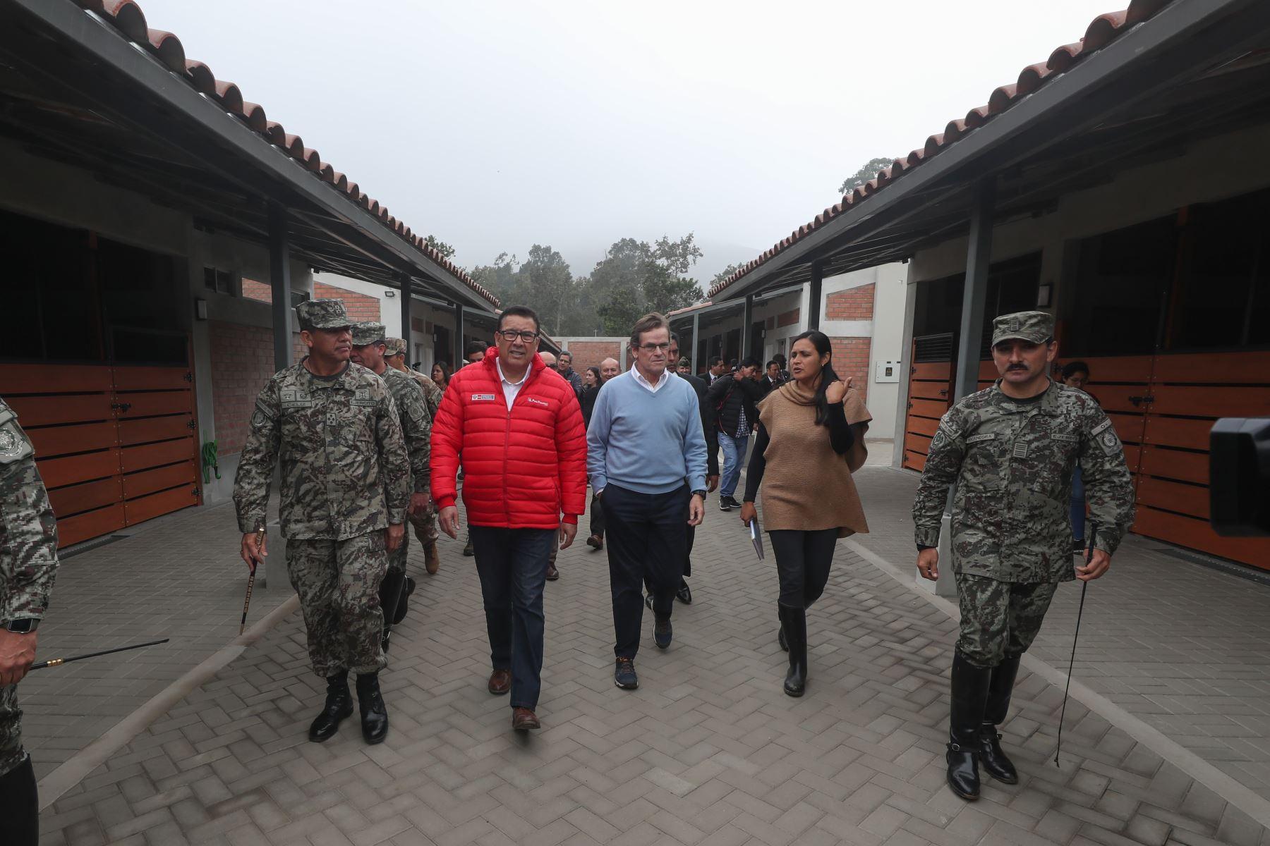Ministro de Defensa José Huerta visitó escuela de equitación del ejercito, sede de los panamericanos 2019.Foto: ANDINA/MINDEF