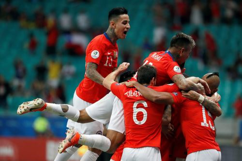 Chile gana 2-1 a Ecuador en la segunda jornada del grupo C de la Copa América