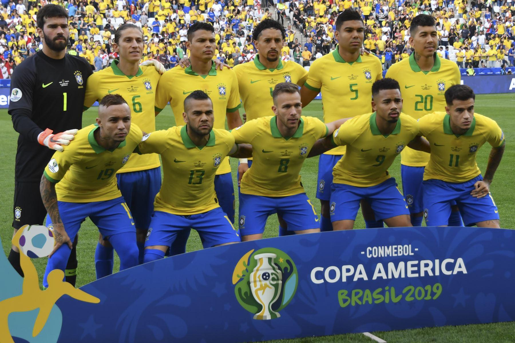 Los jugadores de Brasil posan para las fotos antes de su partido de torneo de fútbol de la Copa América contra Perú. Foto:AFP