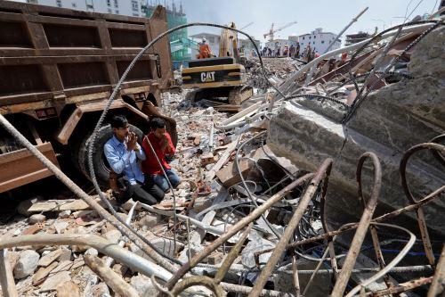 Fallecen  17 personas de edificio colapsado en Camboya