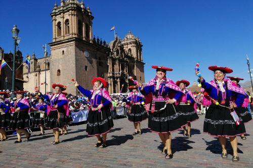 Cusqueños saludan a la capital del Tahuantinsuyo con multicolores danzas