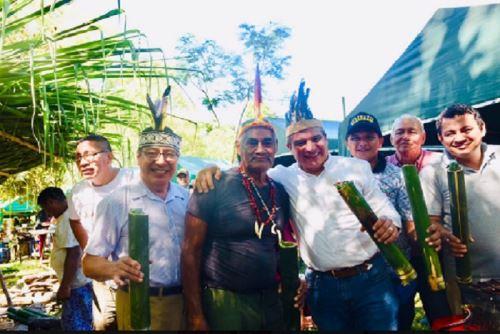 El viceministro de Turismo, José Ernesto Vidal Fernández abrió las actividades por el Día de la Selva en el Corredor Bajo Tambopata,  en Madre de Dios, en medio de una variada programación que comprendió danzas costumbristas, colocación de plantones para reforestación y la especial preparación de pescado en paca por indígenas de la comunidad nativa de Boca Inambari.