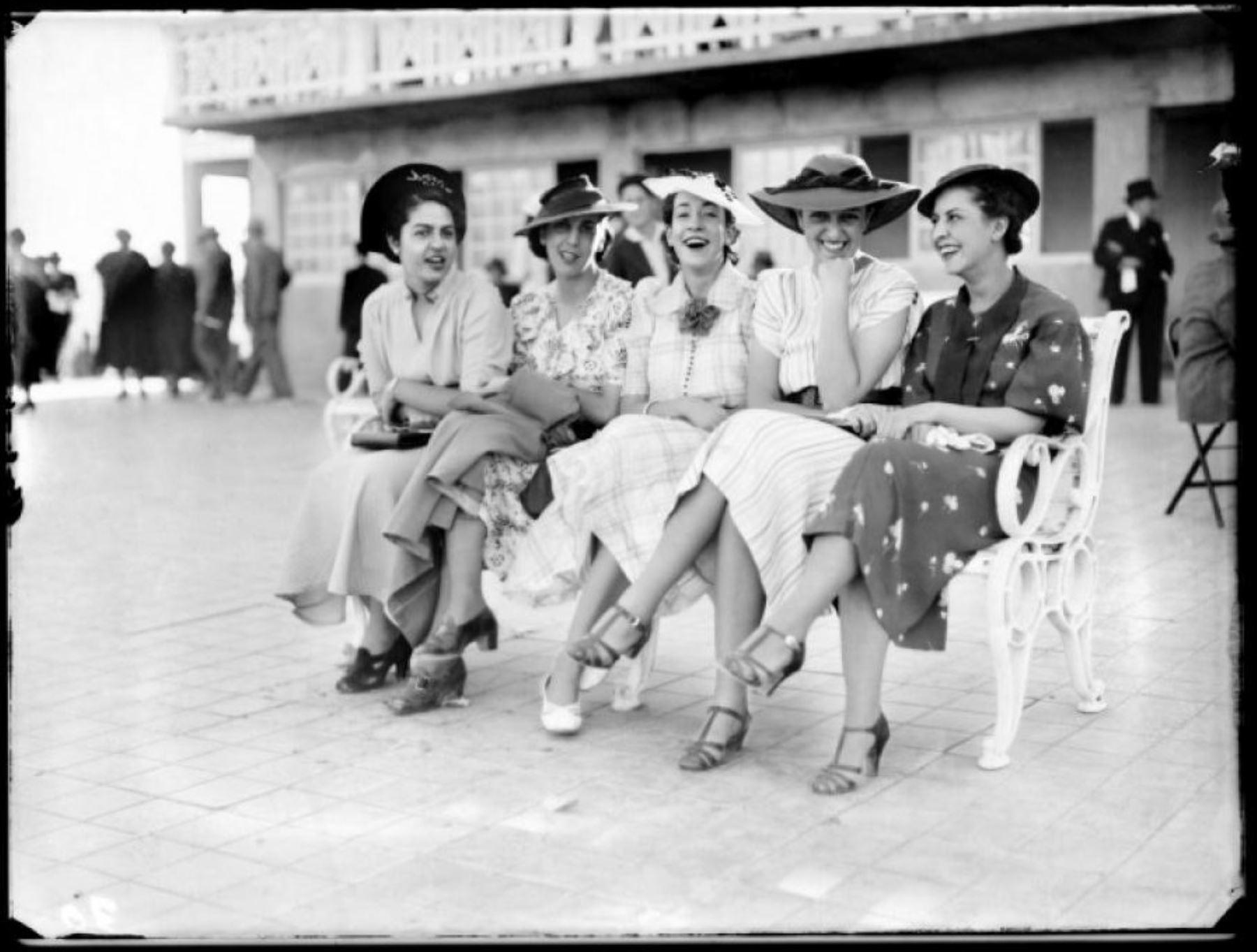 Imagen de inicios del siglo XX en el hipódromo de Arequipa perteneciente a la muestra Archivo M. J. Glave & V. Alcázar.