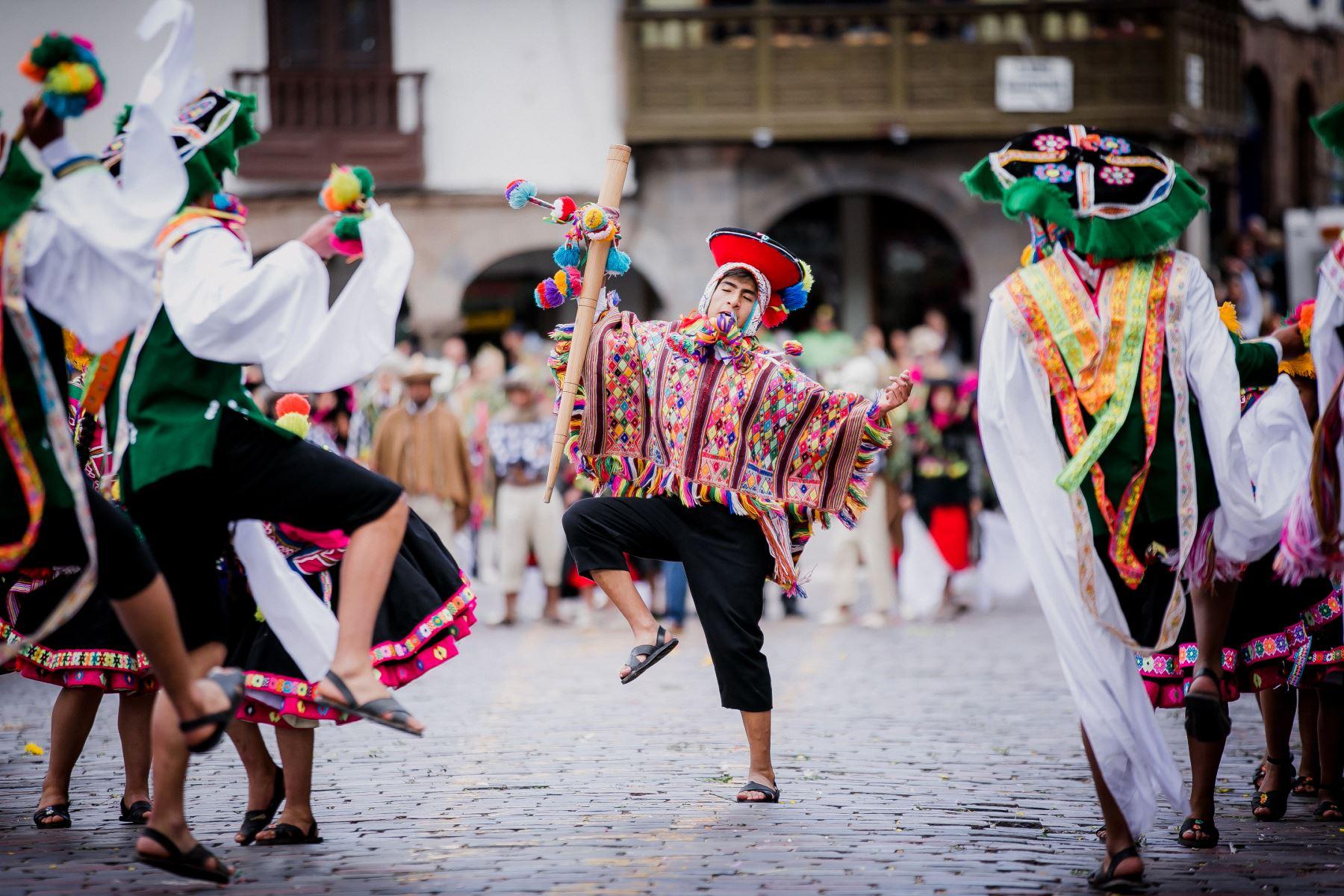 Cada 24 de junio el Cusco se viste de gala para rendir homenaje al Sol —dios supremo en la cultura Inca—. El sonido de los pututos, los danzarines provenientes de los cuatro suyos. Foto: ANDINA/EMUFEC