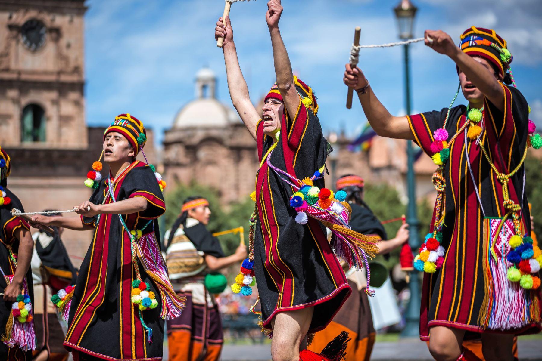 El escritor Inca Garcilaso de la Vega cuenta en sus crónicas que el Inti Raymi duraba 15 días, en los que había danzas y sacrificios ofrecidos al Sol. Foto: ANDINA/EMUFEC