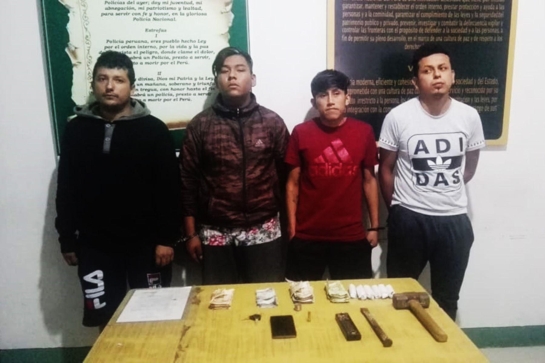 Policía detiene a cuatro presuntos miembros de banda criminal que se dedicaba a asaltos en Trujillo.