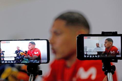 Paolo Guerrero participa en una conferencia, en el estadio Pacaembú, en Sao Paulo (Brasil)