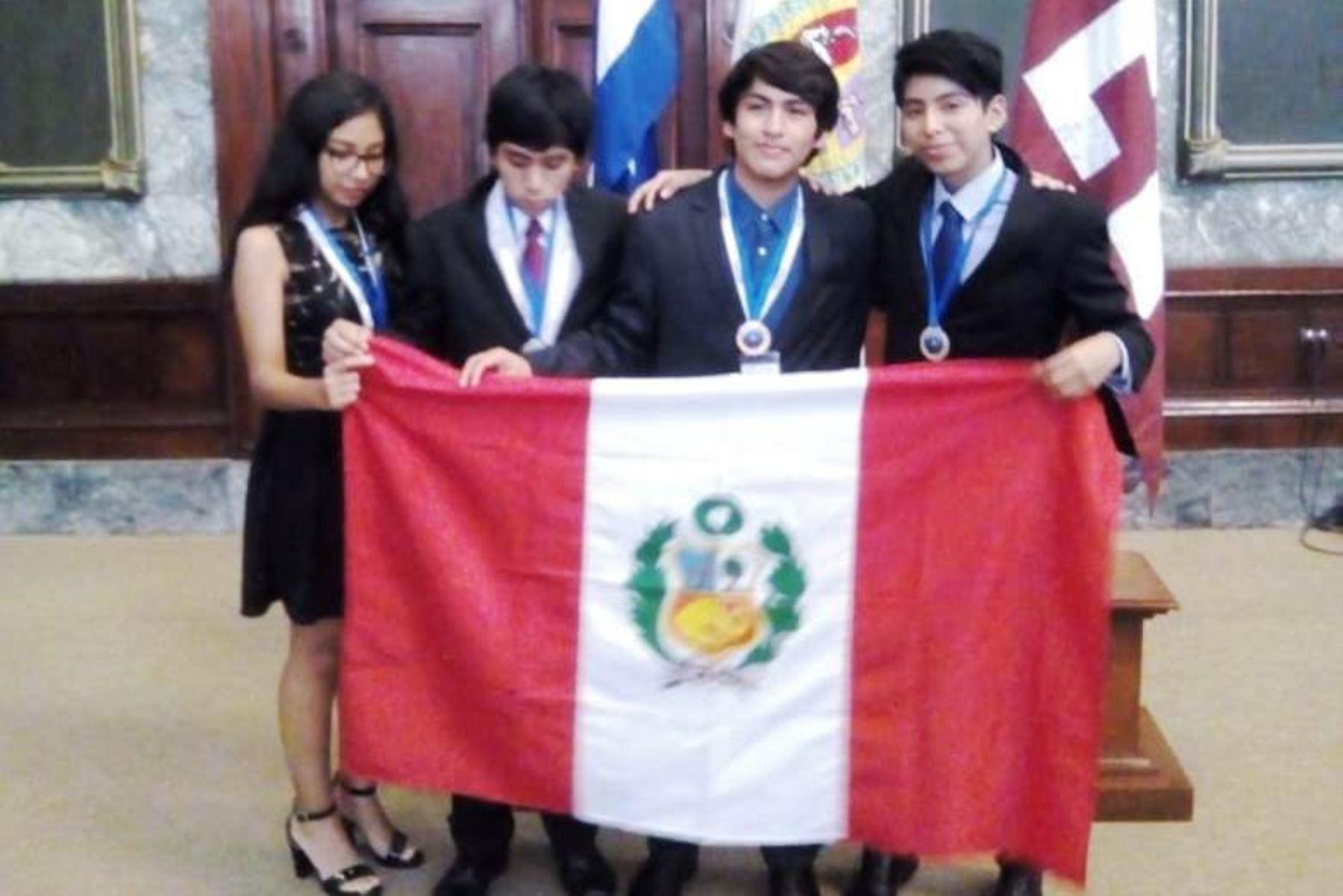 ¡Excelente! Estudiantes peruanos ganan medallas en Olimpiada de Física en Cuba