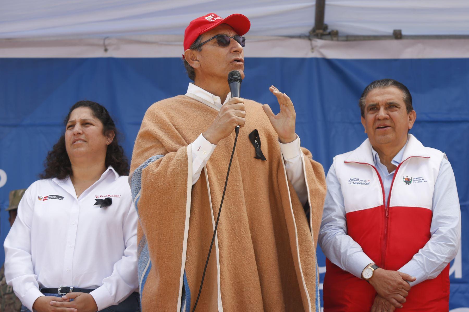 Jefe de Estado Martin Vizcarra presidió ceremonia de entrega de títulos de propiedad rural en la región La Libertad con motivo del Día del Campesino.Foto: ANDINA/Prensa Presidencia