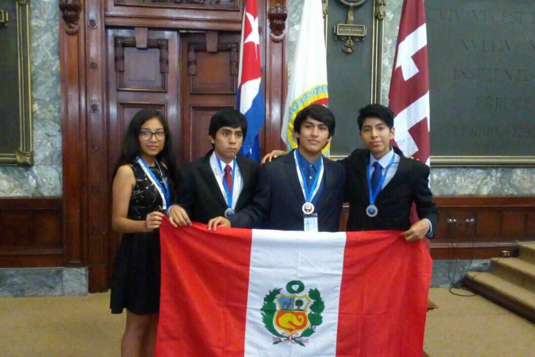 El equipo completo que representó al Perú en La Habana. Foto: Cortesía