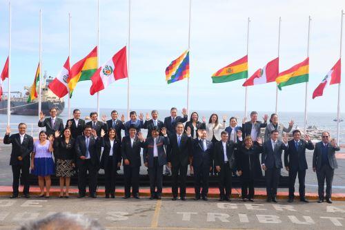 Fotografía oficial del Encuentro Presidencial y V Gabinete Binacional Perú-Bolivia