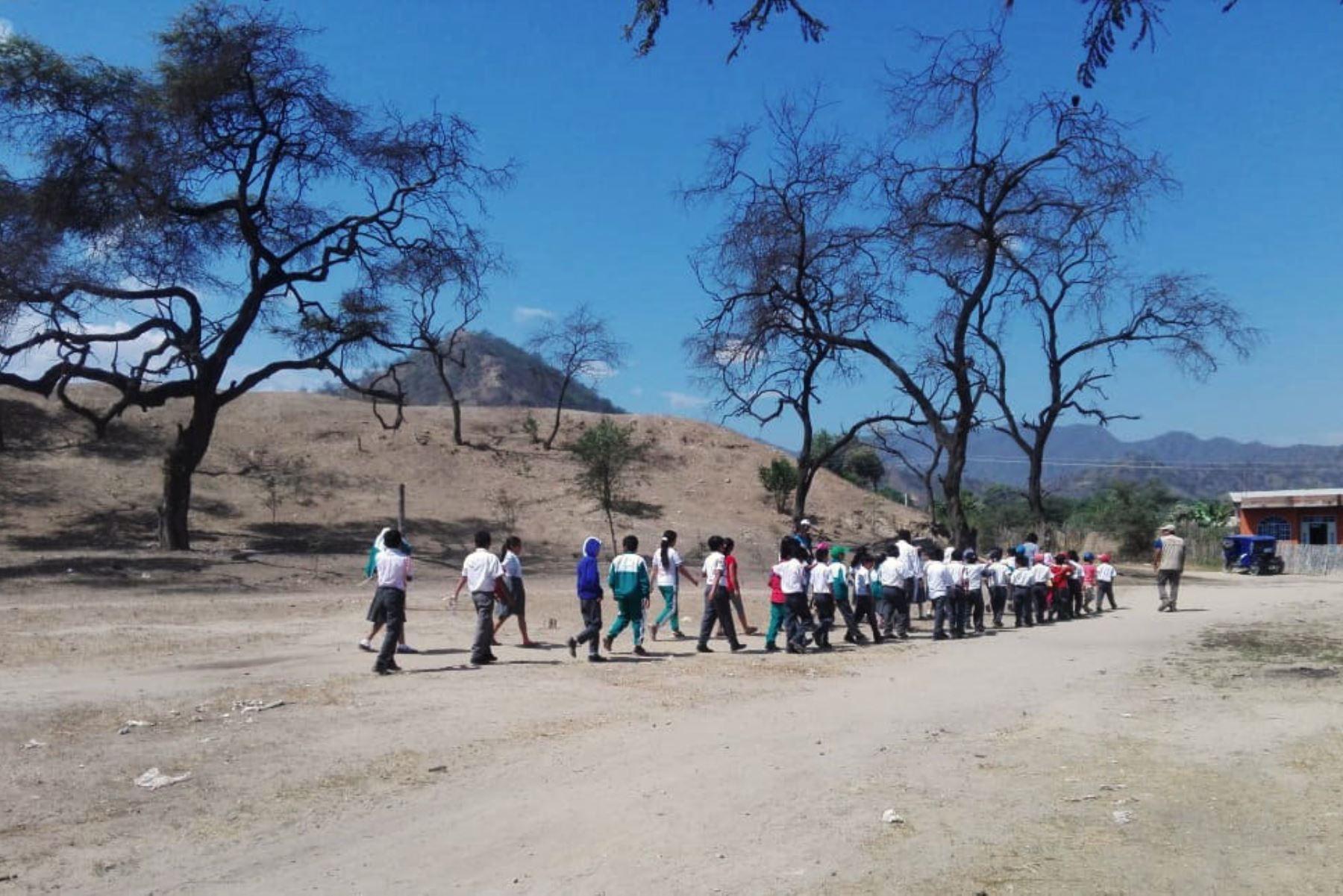 Escolares del caserío Palo Blanco (Lambayeque) se comprometieron a conservar el sitio arqueológico Palo Blanco de Motupe.