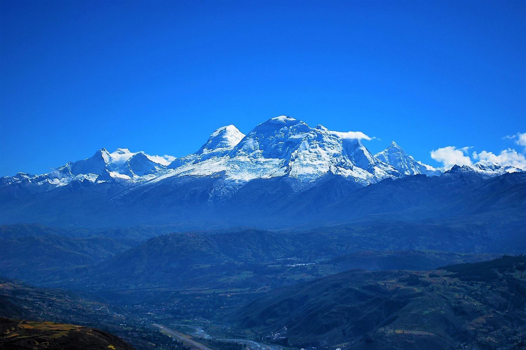 Científicos de Perú y Estados Unidos perforarán el hielo glaciar del nevado Huascarán hasta llegar a la roca madre.