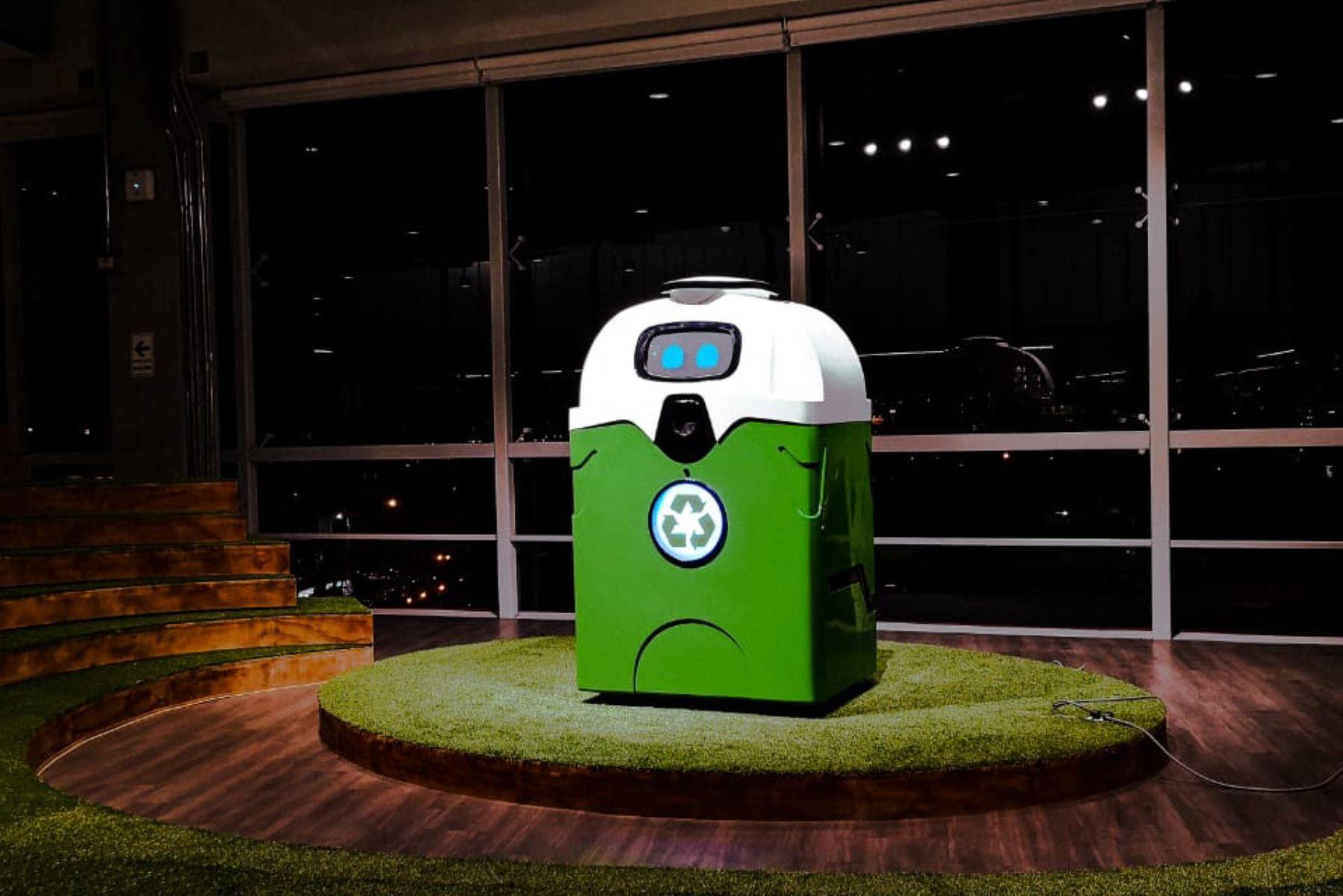 IRBin, el robot que enseña cómo reciclar. Foto: Andina/Difusión