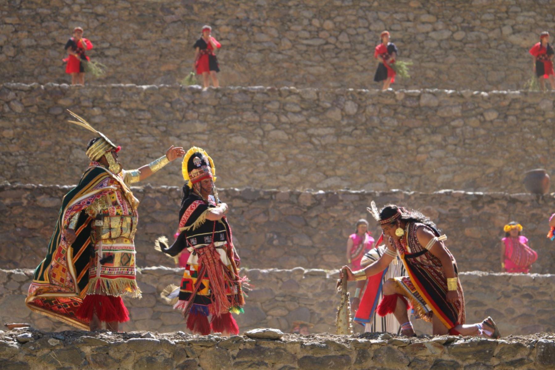 El Ollantay Raymi es la escenificación del amor prohibido que mantuvo un general del Ejército Inca llamado Ollanta con Kusi Qoyllur, hija del inca Pachacútec, en los tiempos del  Tahuantinsuyo, que se ha convertido en una de las más conspicuas obras de la literatura peruana, escrita por un nativo peruano que dominaba el quechua, ANDINA/Difusión