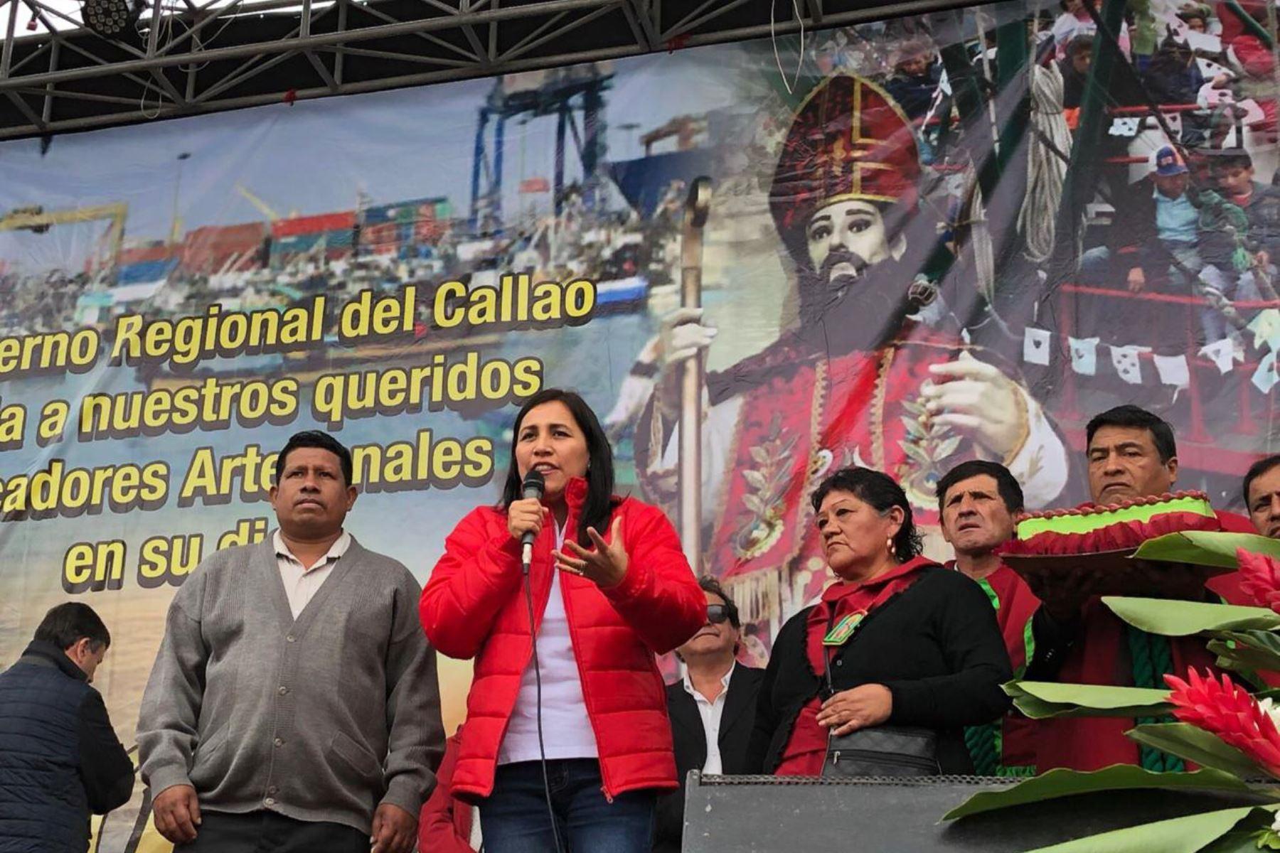 Ministra Flor Pablo visitó a los pescadores del Callao. Foto: Andina/Difusión