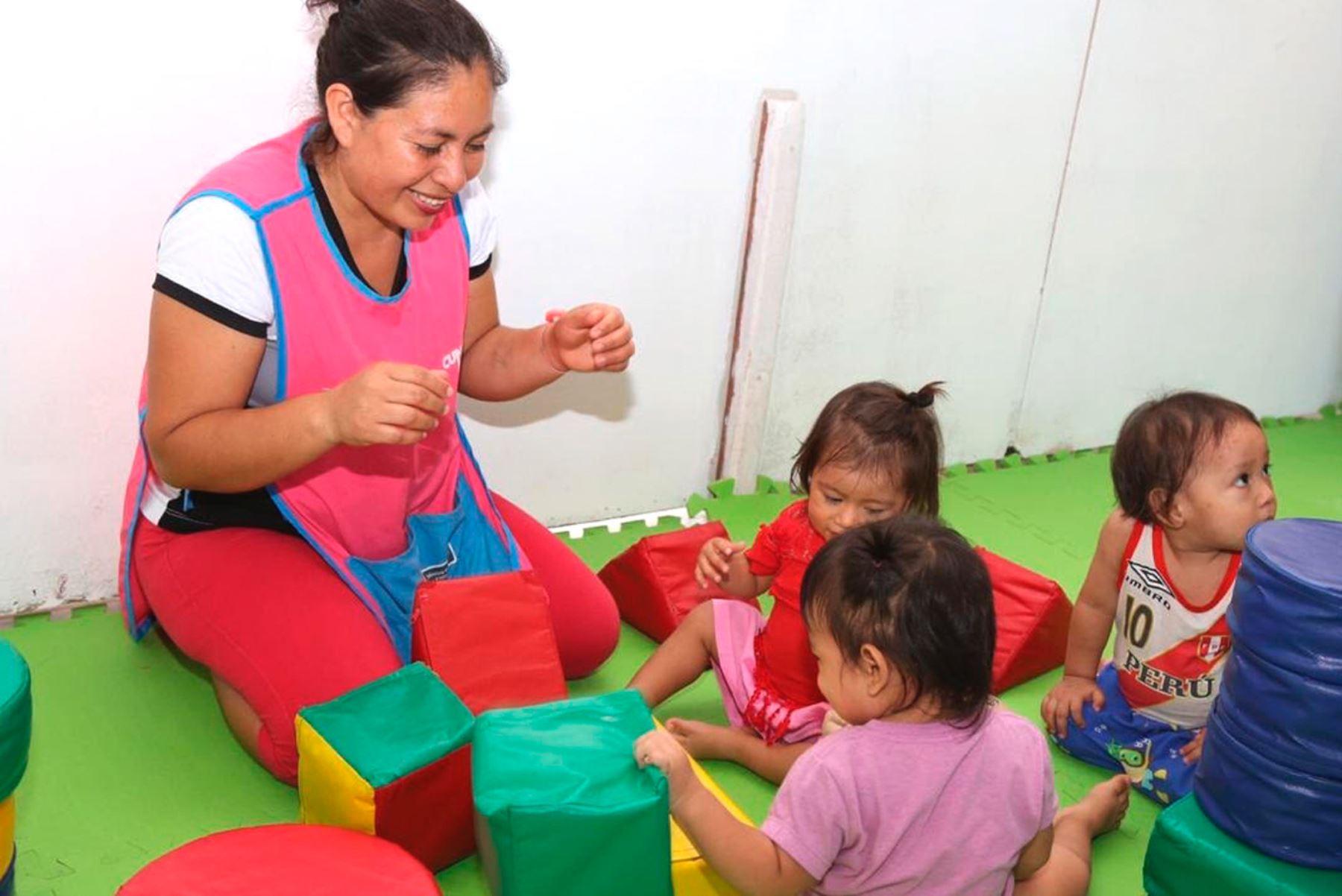 Estrategia Primero la Infancia priorizará atención a 1,226 distritos más pobres del país, precisó la titular del Midis, Paola Bustamante. ANDINA/Difusión