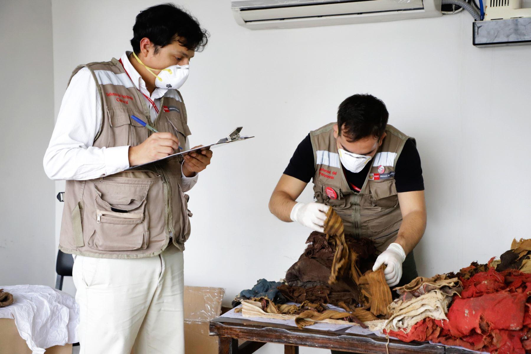Autoridades del Ministerio de Cultura recuperan 257 textiles Paracas y de otras culturas prehispánicas. ANDINA/Difusión