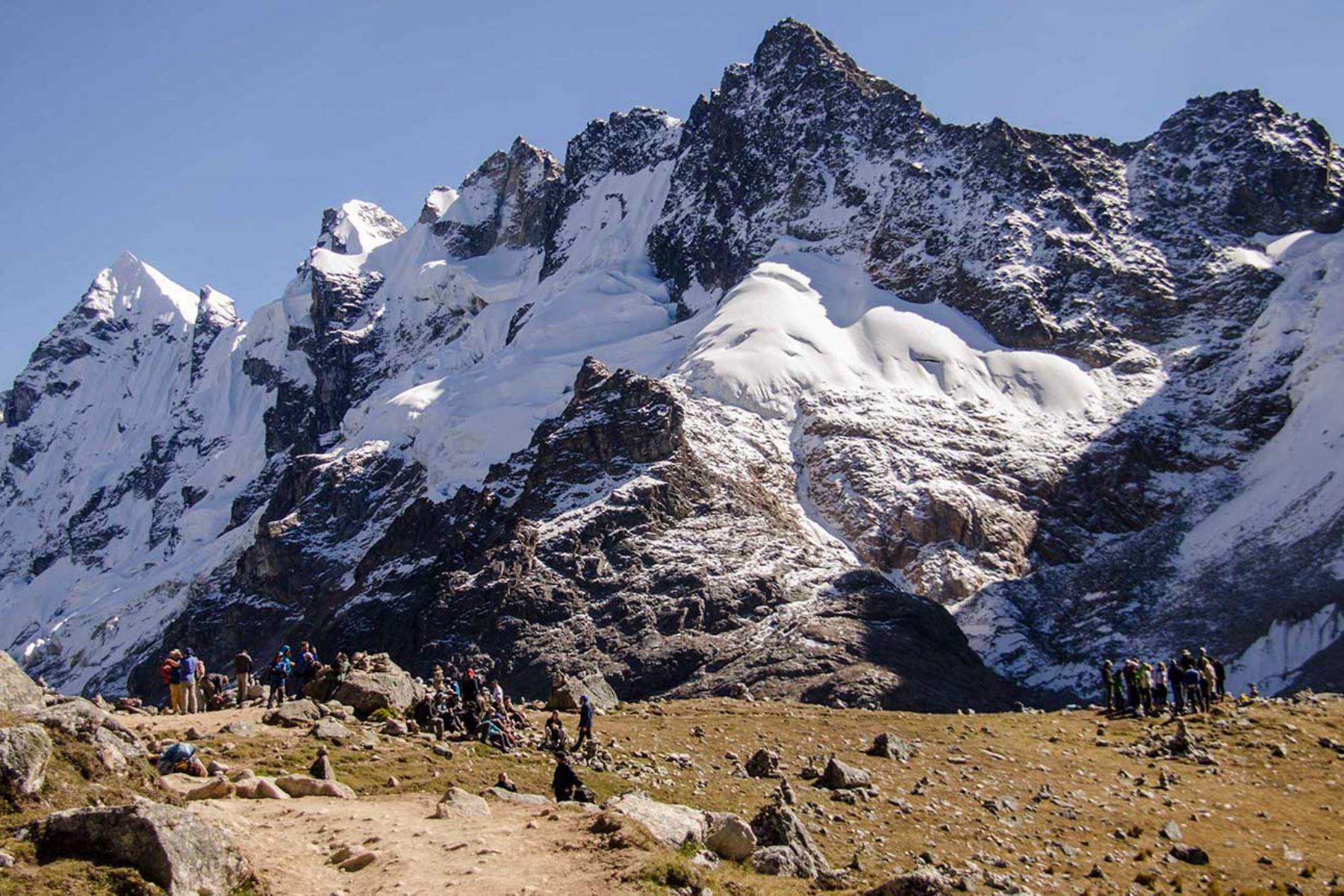 Machu Picchu: maravilla mundial que sorprende también por sus fascinantes nevados, como el Salcantay (6,271 metros de altitud), considerado un dios tutelar desde tiempos prehispánicos.