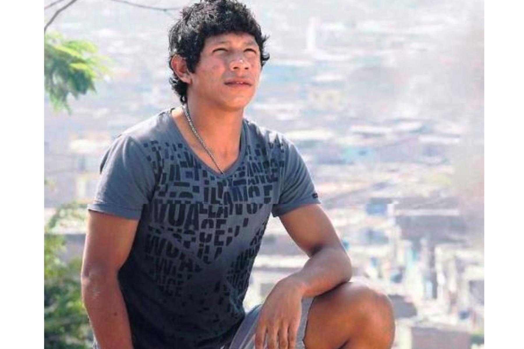 Edison Michael Flores Peralta en su adolescencia, cuando no imaginaba que sería uno de los mejores jugadores de la selección peruana de fútbol, y que la llevaría a la Copa Mundial Rusia 2018 a los 24 años.  ANDINA/Difusión