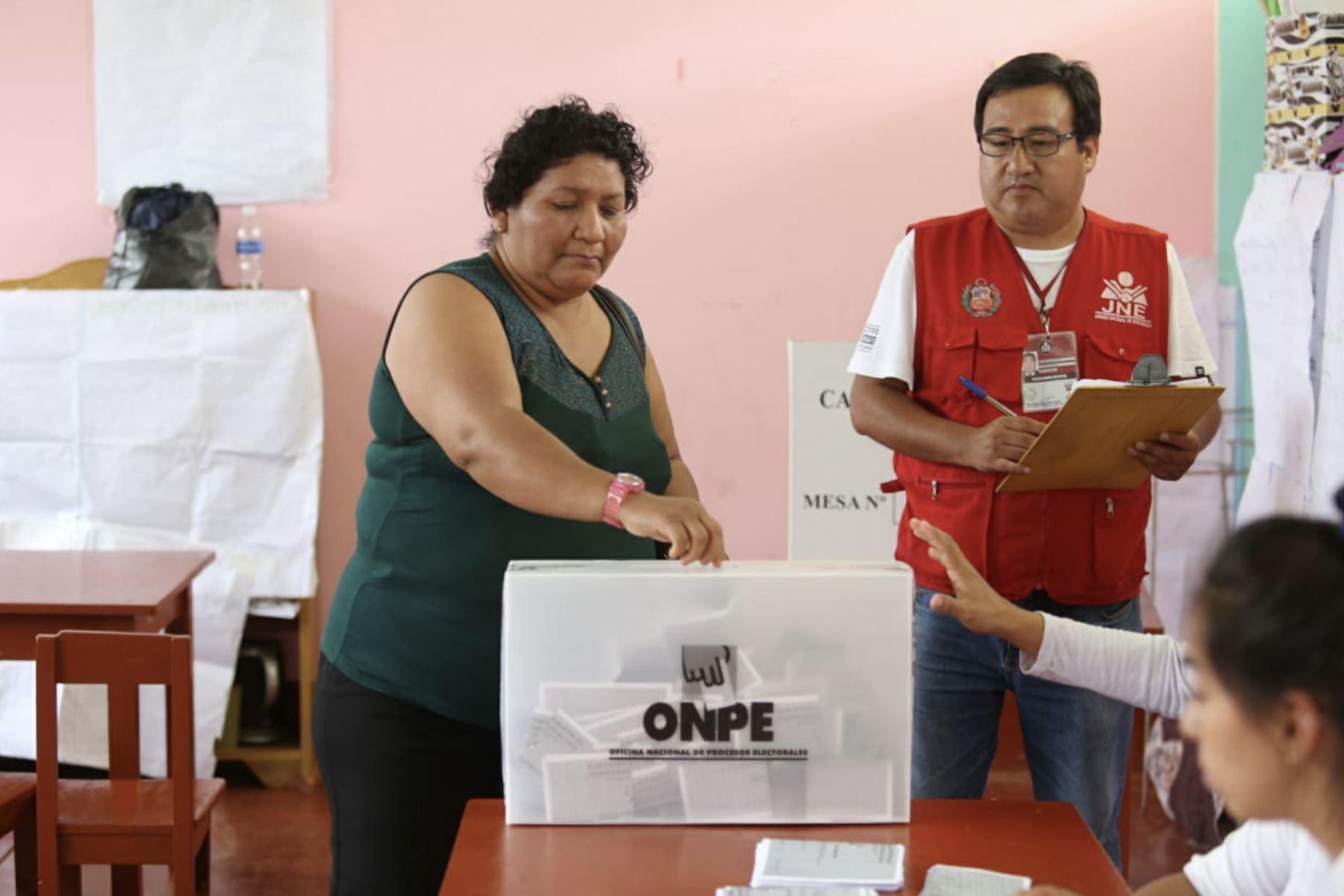 Personal del JNE fiscalizó la jornada electoral de hoy en Aramango (Bagua, Amazonas), así como en otros 11 distritos del país, en el marco de las Elecciones Municipales Complementarias 2019. Foto: JNE.